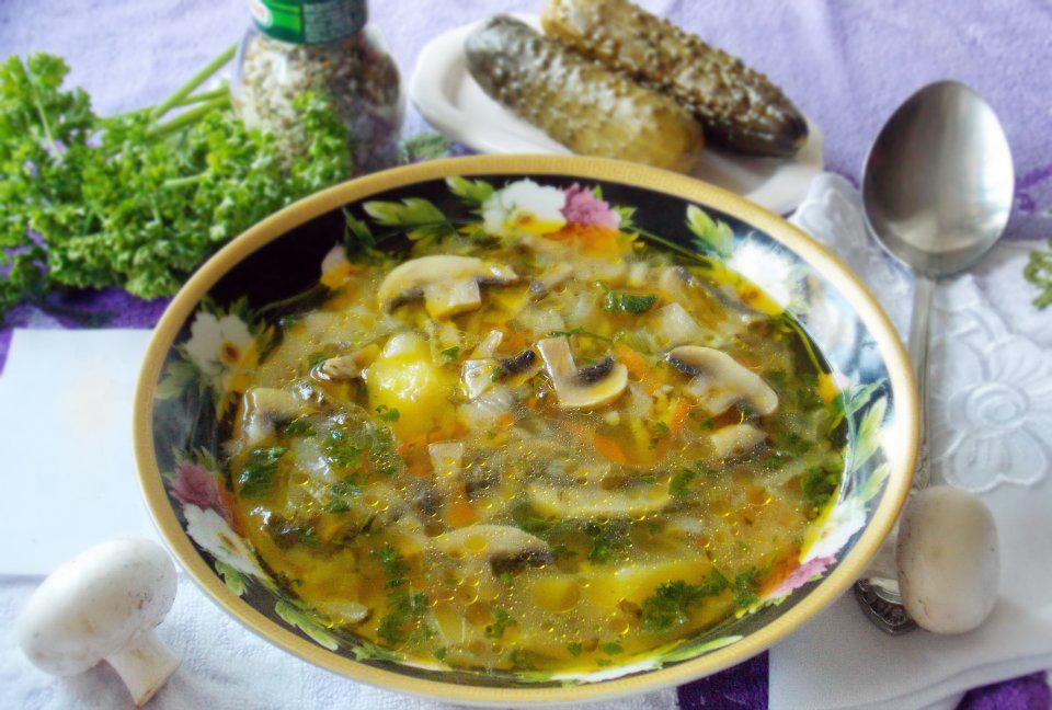 Agurkų sriuba su grybais